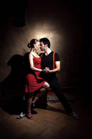 baile salsa: Bellas bailarinas que realizan un tango argentino. Por favor revise las im�genes similares en mi cartera.