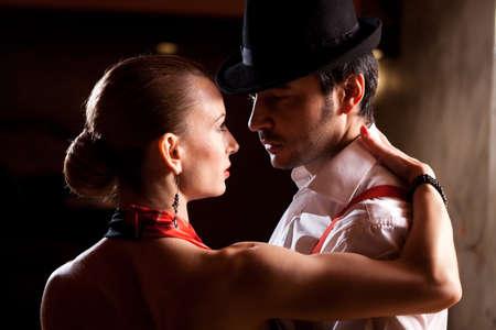 Primer plano de un hombre y una mujer bailando tango argentino. Por favor, ver más imágenes de la filmación misma.