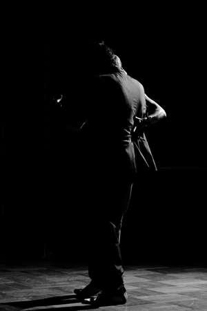 bailarines de salsa: La historia de los amantes del tango en forma por las sombras.