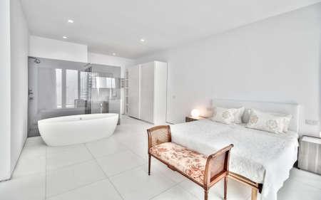 Moderne chambre blanche Banque d'images