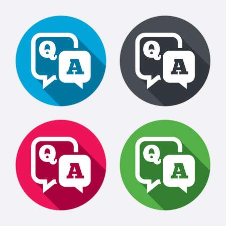 punto interrogativo: Domanda risposta sign icon. Q & A simbolo. Pulsanti di cerchio con lunga ombra. 4 icone set. Vettore