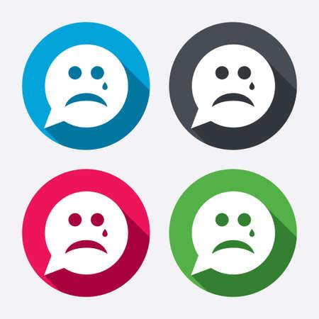 Droevig gezicht met scheur teken pictogram. Huilen praatje symbool. Tekstballon. Cirkel knoppen met lange schaduw. 4 iconen set. Vector