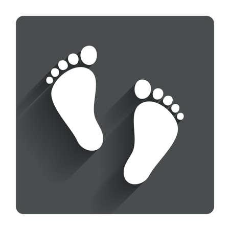 huellas pies: Par Ni�o de signo huella icono. Ni�o s�mbolo descalzo. Primeros pasos del beb�. Gris bot�n cuadrado plano con la sombra. Modern sitio web de la interfaz de usuario de navegaci�n. Vector