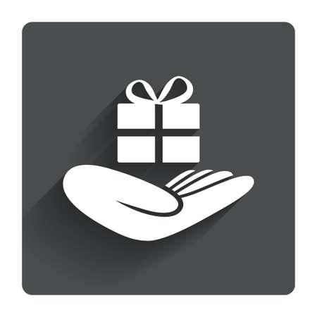 dar un regalo: Dale un icono de signo regalo. La mano sostiene el actual rect�ngulo con arco. Gris bot�n cuadrado plano con la sombra. Modern sitio web de la interfaz de usuario de navegaci�n. Vector