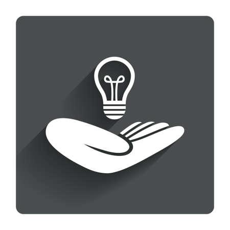 patente: Idea signo seguro de patentes. La mano sostiene el s�mbolo de la bombilla de la l�mpara. Propiedad Intelectual. Gris bot�n cuadrado plano con la sombra. Modern sitio web de la interfaz de usuario de navegaci�n. Vector