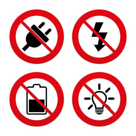 electricidad: Signos No, Ban o detenerse. Icono de enchufe eléctrico. Lámpara de luz y la batería símbolos medio. Electricidad y signos idea Bajos. Prohibición prohibido símbolos rojos. Vector