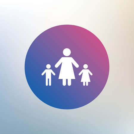 Familia monoparental con dos hijos firmar icono. Madre con el hijo y el símbolo hija. Icono en el fondo borroso. Vector Foto de archivo - 42244262
