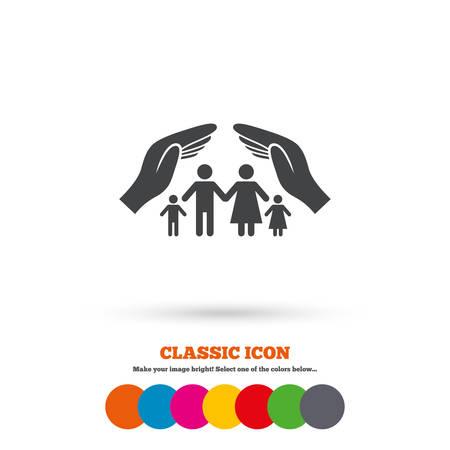 convivencia familiar: La vida familiar signo seguro de icono. Manos protegen símbolo grupo humano. Seguro de salud. Icono plana Classic. Círculos coloreados. Vector
