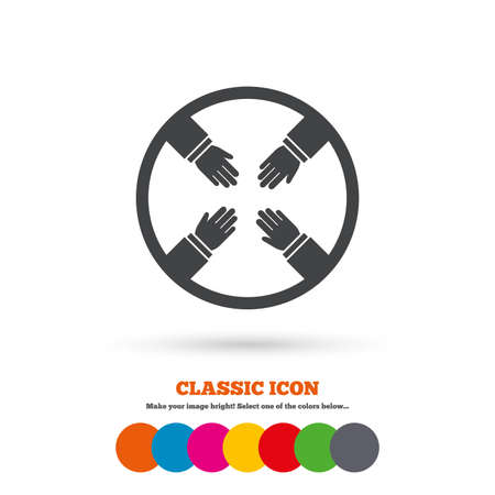 empleados trabajando: Icono de la muestra del trabajo en equipo. Helping Hands símbolo. Grupo de los empleados que trabajan juntos. Icono plana Classic. Círculos coloreados. Vector