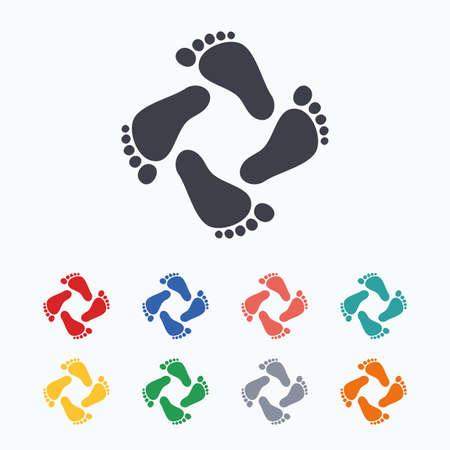 huellas de pies: Huellas del beb� icono. Ni�os pasos descalzos. pies del ni�o del s�mbolo. iconos planos de colores sobre fondo blanco. Vectores