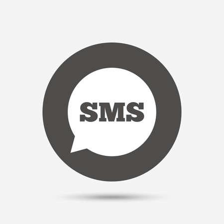 SMS sull'icona a fumetto. Informazioni simbolo messaggio. Pulsante grigio cerchio con l'icona. Vettore