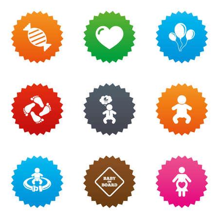 bebe a bordo: Embarazo, maternidad y cuidado del bebé iconos. Caramelo, cochecitos y las señales de abrocharse los cinturones de seguridad. Huella, amor y globos símbolos. Estrellas de etiquetas de teclas con iconos planos. Vector