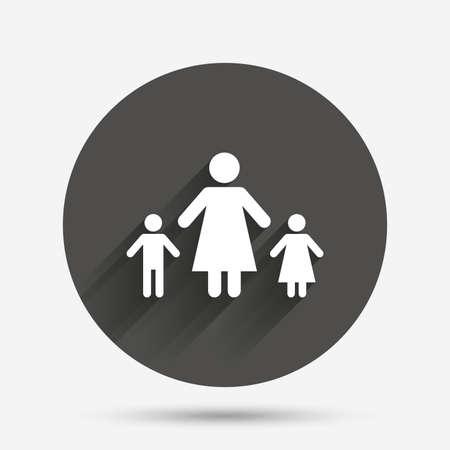 Ein-Eltern-Familie mit zwei Kindern Zeichen-Symbol. Mutter mit Sohn und Tochter-Symbol. Kreis flach Button mit Schatten. Vektor Vektorgrafik