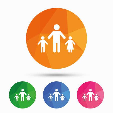Familia monoparental con dos hijos icono de la muestra. Padre con el hijo y la hija símbolo. botón triangular poli baja con el icono plana. Vector Foto de archivo - 61429653