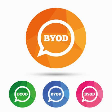 BYOD 記号アイコン。独自のデバイスのシンボルをもたらします。音声バブルのサイン。三角形の低ポリ フラット アイコン ボタンです。ベクトル