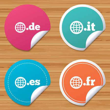 bended: Round stickers or website banners. Top-level internet domain icons. De, It, Es and Fr symbols with globe. Unique national DNS names. Circle badges with bended corner. Vector