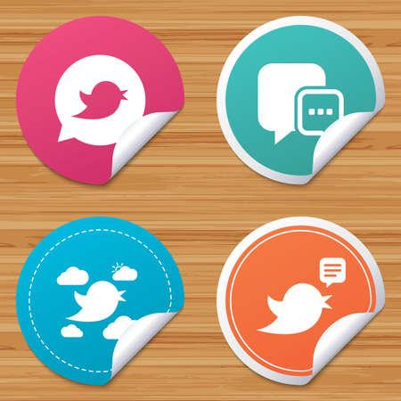 bended: Round stickers or website banners. Birds icons. Social media speech bubble. Short messages chat symbol. Circle badges with bended corner. Vector