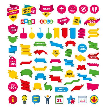Iconos de vacaciones en la playa. Carteles de sandalias de bola, paraguas y flip-flops. Símbolo de salvavidas Etiquetas de compras, pancartas y carteles de cupones. Iconos de calendario, información y descarga. Estrellas, Estadísticas y Chat Foto de archivo - 80473899