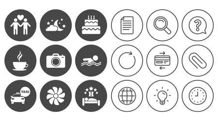 Hotel, iconos de servicio de apartamento. Piscina. Ventilación, fiesta de cumpleaños y símbolos gay-friendly. Documento, Globo y signos de línea de reloj. Iconos de la lámpara, de la lupa y del clip de papel. Vector Foto de archivo - 82829767