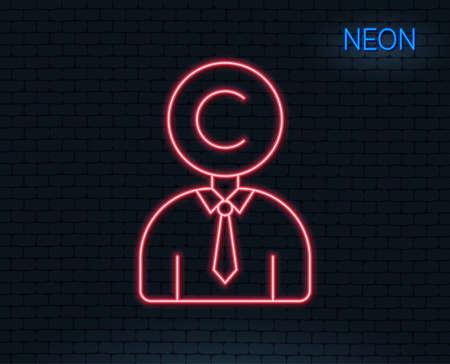 네온 불빛. Сopyright 라인 아이콘입니다. 작가 기호입니다. Copywriting 기호입니다. 빛나는 그래픽 디자인. 벽돌 벽. 벡터