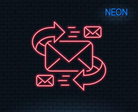 ネオンライトメールラインアイコン。文字記号による通信。電子メール チャット署名。輝くグラフィックデザイン。