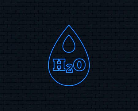 ネオンライト。H2O ウォータードロップサインアイコン。ティア記号。光るグラフィックデザイン。