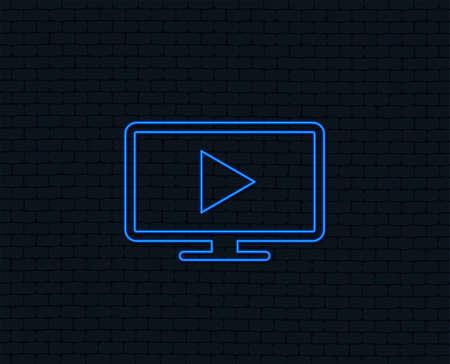 ネオンライト。ワイドスクリーンテレビモードの記号アイコン。テレビセットのシンボル。光るグラフィックデザイン。レンガの壁。ベクトル  イラスト・ベクター素材