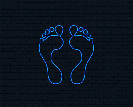 Neon light. Human footprint sign icon. Barefoot symbol. Foot silhouette. Glowing graphic design. Brick wall. Vector Çizim