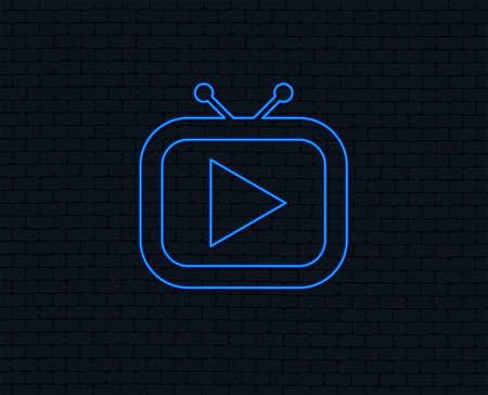 ネオンライト。レトロテレビモードの記号アイコン。テレビセットのシンボル。輝くグラフィックデザイン。レンガの壁。ベクトル