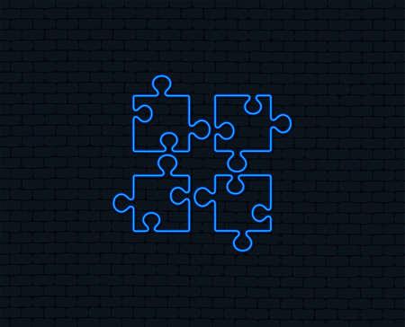 네온 불빛. 퍼즐 조각 표시 아이콘입니다. 전략 기호. 빛나는 그래픽 디자인. 벽돌 벽. 벡터 스톡 콘텐츠 - 98904555
