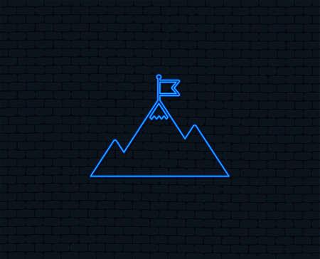 Neon light. Flag on mountain icon. Leadership motivation sign. Mountaineering symbol. Glowing graphic design. Brick wall. Vector Stock Illustratie