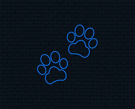 Neon light. Paw sign icon. Dog pets steps symbol. Glowing graphic design. Brick wall. Banque d'images - 100541926