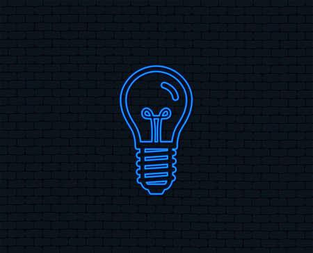 Neon light. Light bulb icon. Lamp E14 screw socket symbol. Illumination sign. Glowing graphic design. Brick wall. Vector Ilustração
