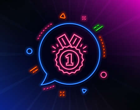 Reward Medal line icon. Neon laser lights. Winner achievement or Award symbol. Glory or Honor sign. Glow laser speech bubble. Neon lights chat bubble. Banner badge with approved icon. Vector Ilustração