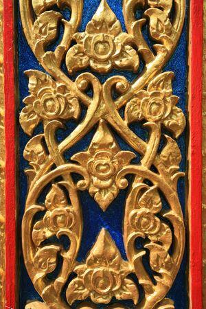 metal sculpture: Ornamento di fondo: dettagliata scultura in metallo oro del fiore e ramo