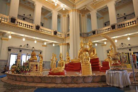 chachoengsao: Golden Buddha statues inside temple of Wat Sothon Wararam Worawihan, the landmark of Chachoengsao province, Thailand