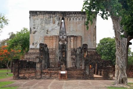 chum: Large Buddha statue in mondop called Phra Atchana at Wat Sri Chum on May 13, 2013 in Sukhothai, Thailand Stock Photo