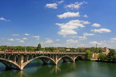 Ponte sul fiume a Austin, Texas, Stati Uniti Archivio Fotografico - 20435734