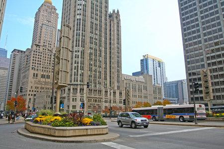 windy city: CHICAGO, IL, EE.UU. - 13 de noviembre de 2007: edificio de Chicago Homenaje en la avenida Michigan de Chicago en el centro. La Ciudad de los Vientos es la tercera ciudad m�s grande en los EE.UU. y es un centro mundial de comercio.