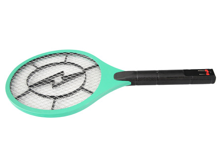 fumigador: Mosquitos verdes electr�nicas Swat aislados sobre fondo blanco