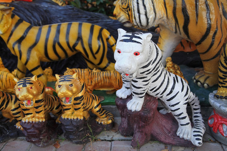 garden statuary: White and yellow tigers statue decorated in the garden