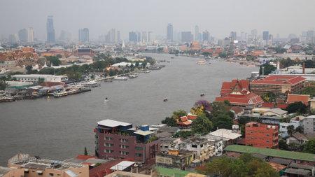 phraya: Curved view of Chao Phraya River in Bangkok, Thailand