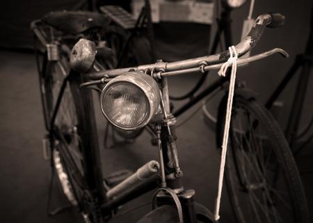 decorated bike: Antique Bicycle - filtro in bianco e nero le immagini di stile dell'annata effetto