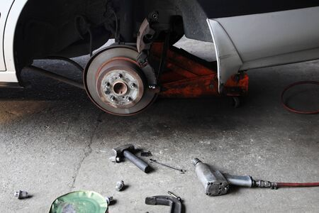 mechanic tools: mechanic tools to fix disk brake without tire