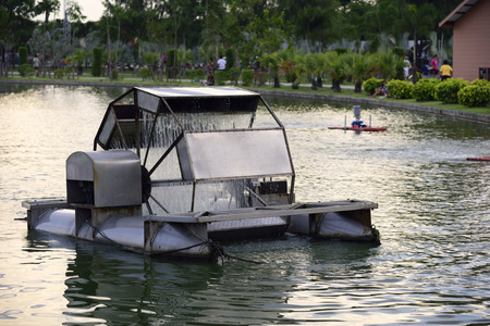 water turbine aeration in the pond at recreation park 免版税图像
