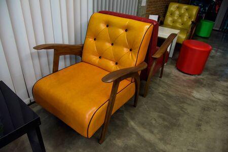sièges en cuir vintage coloré ou intérieur canapé