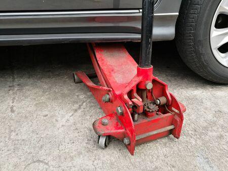 Hydraulic floor jack lift a car in garage