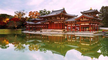 Byodo-ins Phoenix hall with fall colors, Uji, Kyoto, Japan Stock Photo