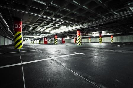Parkeergarage onder de grond interieur Redactioneel