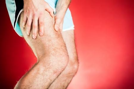 piernas hombre: Ejecuci�n de lesi�n f�sica, dolor muscular de la pierna. Finalista cuerpo adolorido despu�s de hacer ejercicio o correr, gimnasio o estudio.